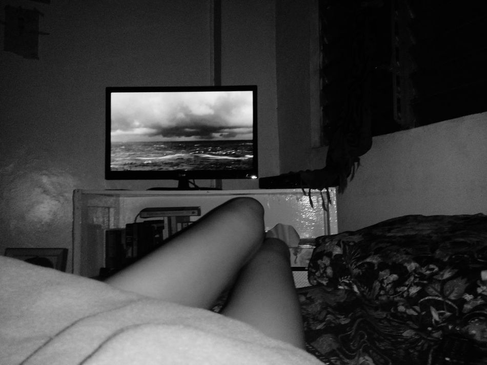 Watched Lifeontheline starring JohnTravolta ❤ and being a fan of the Ocean and my own Legs , i just had to take a pic and post it for ya. Xoxo That's Me Legsselfie Legs4days Legs And Feet Thighgap Thighs Feet MOVIE Beach Storm Selfie ✌