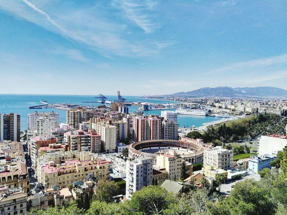 Málaga. Photography España🇪🇸 Mobilephoto Photo Photo Of The Day Huawei Spain ✈️🇪🇸 Tourism Color Photography Photoart Malagacity Streetphotography Beach Huaweig8 Andalucía Mobilephotography Malaga Mobileart Beachphotography
