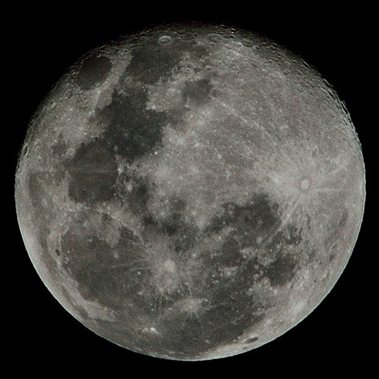 moon, night, astronomy, moon surface, planetary moon, full moon, majestic, circle, beauty in nature, space exploration, scenics, nature, space, tranquil scene, tranquility, sky, discovery, exploration, half moon, no people, outdoors, moonlight, close-up, clear sky, star - space, satellite view