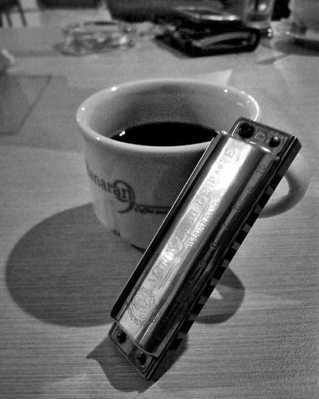 Kopi Tubruk Spesial Banaran, Harmonikas, dan Wacana Memblobor! . . . . Coffeeholic Coffeeshop Coffee Coffeedrunker Coffeelover Kopi Kopihitam Kopitubruk Kopibanaran Harmonika Semarang WarungKopi Kedaikopi Kolcai Semarang Komunitaslukiscatairindonesia