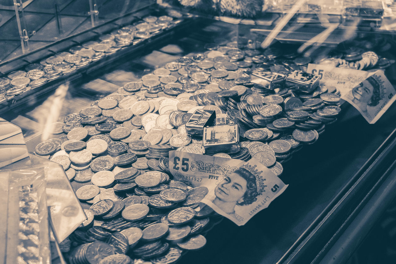 Arcade Arcades Black And White Blackandwhite Cash Coins Money Notes Pounds Southend Southend On Sea Sterling