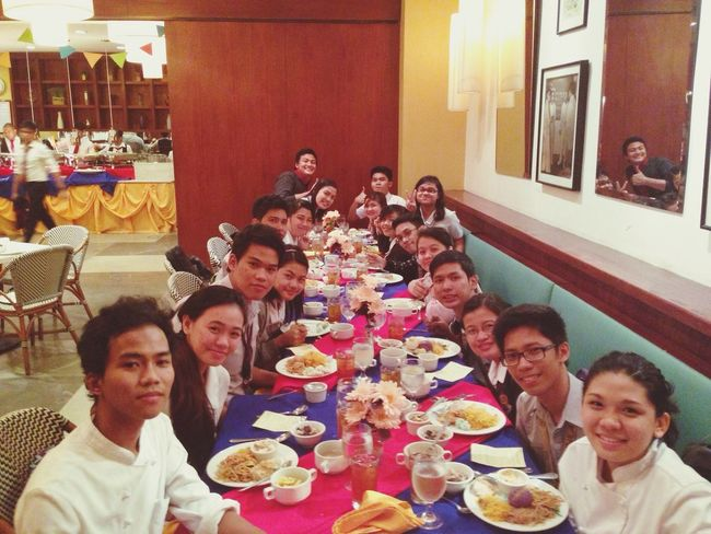 Long table for me and the gang at the Le Café With the most welcoming catering class :)) It was a presumptious meal ! Two thumbs up for everyone :D Catering Friends Dinner Longtable