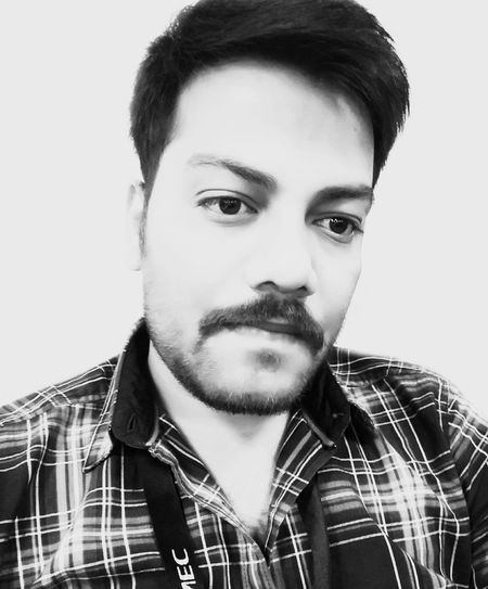 The new Manly look 😉😉 Young Adult Looking At Camera One Young Man Only Close-up Adult Human Face Portrait Check This Out! Hello World ✌ The Human Condition Self Portrait That's Me✌️ Portrait Of A Man  Boring At Work  Black & White Young Men Model