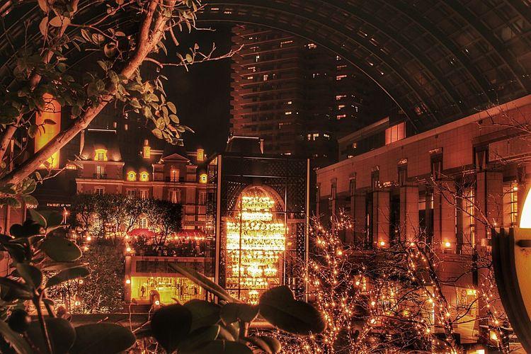 影からこっそりバカラのシャンデリア。 あなたと見隊 恵比寿ガーデンプレイス イルミネーション バカラ シャンデリア Japan