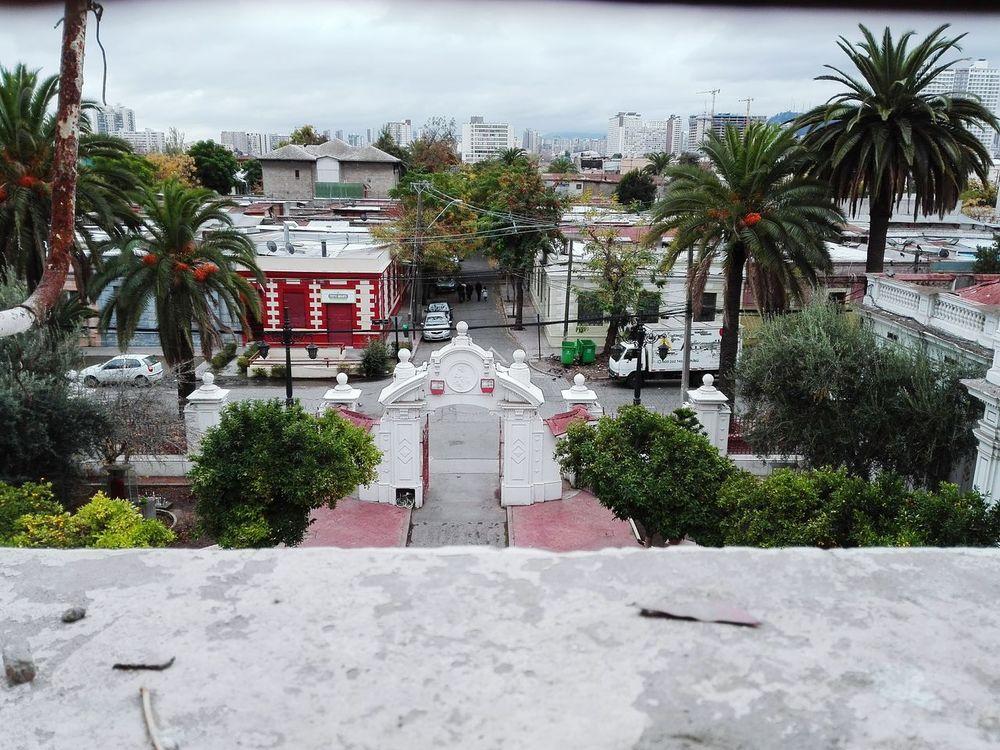 Desde las alturas de la iglesia de SantaLucrecia vista de la Poblacionhuemul1 recorramos Santiagoapie