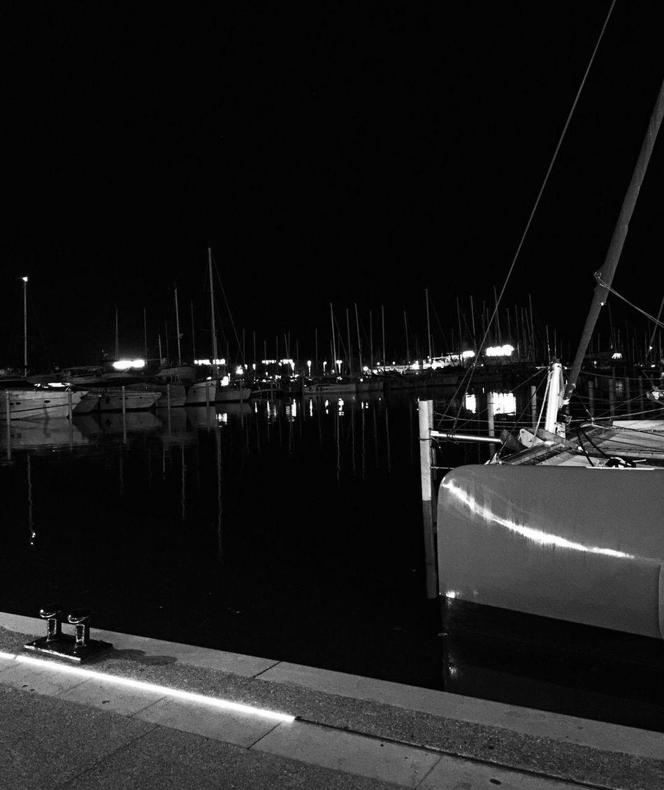 Bnw_friday_eyeemchallenge Bnw_reflection Bnw_captures Bnw_collection Noir Et Blanc Transportation Harbor