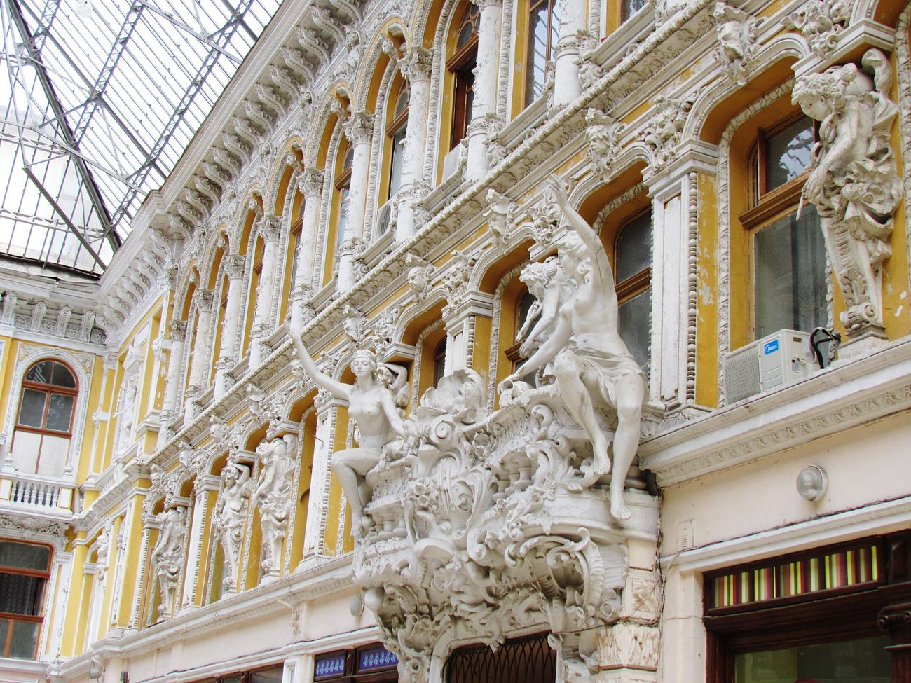 One of the best city of Ukraine, Odessa. I want to share photos of this city. Passage Hotel. I like this place so much!!😍❤😊 Taking Photos Hello World Architecture Architecturephotography EyeEm Gallery Traveling Myview Beautiful View Beautifulthings Odessa,Ukraine Architecture_collection