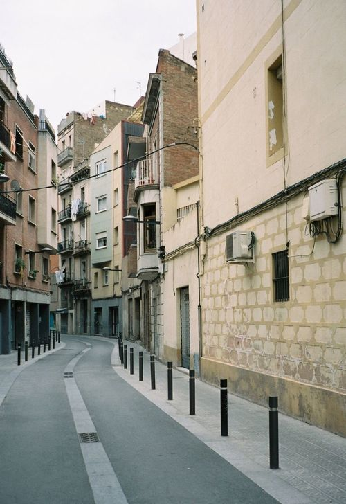 Architecture Barcelona Building Exterior City Cloudy Contaxt2 Day Film Film Photography Filmisnotdead Kodak Leading Lines No People Outdoors Portra160 Sky SPAIN Street Travel Destinations Vanishing Point