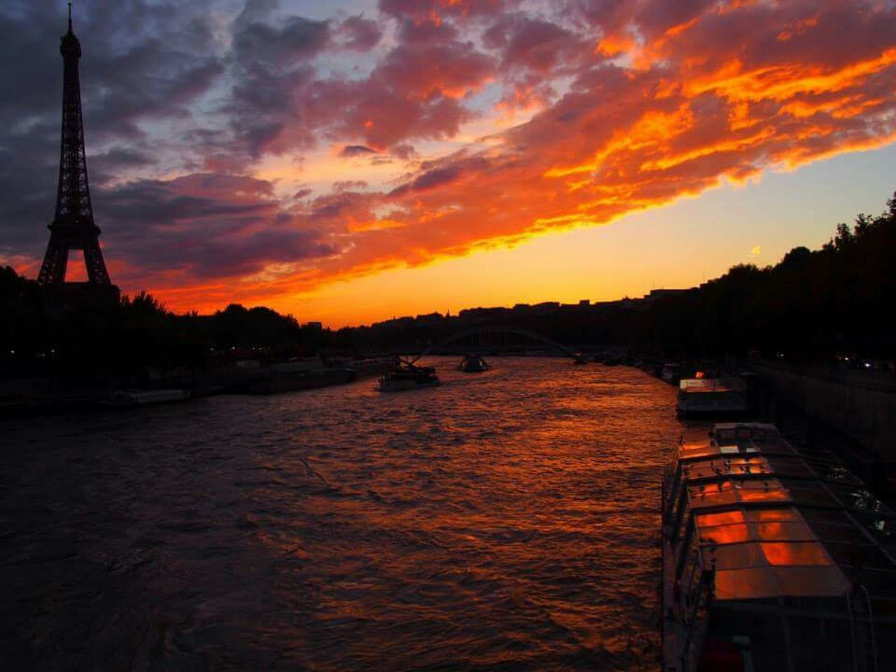 One of the most beautiful sunset I have personally witnessed ???? No Edit/no Filter Sunsetporn Sunset Paris ❤ Eiffel Tower Autumn2013 Autumn Wanderlust Travelogue Shimawtravelogue