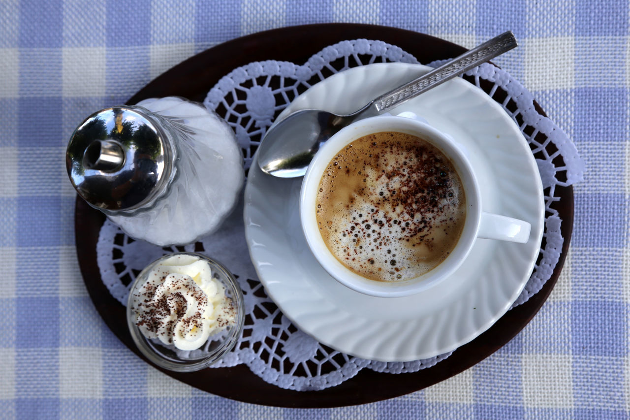 Close-up Coffee - Drink Coffee Cup Day Draußen Nur Kännchen Drink Food Food And Drink Freshness Frothy Drink High Angle View Indoors  No People Plate Refreshment Saucer Table Old-Style Old-school Style Old-fashioned Bourgeois Prissy White Color Overhead View