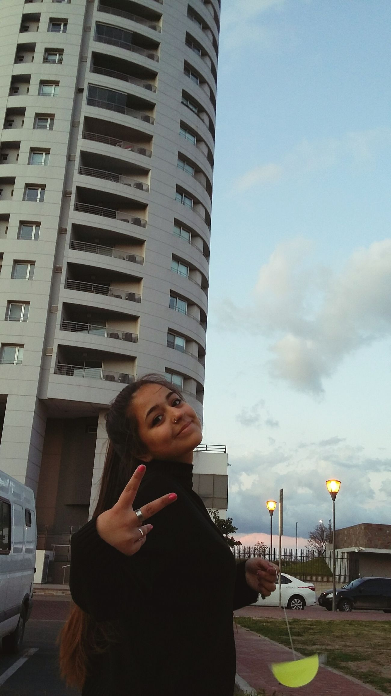 Edificio RosarioCity Beautiful Day Phone Girl Likeforlike Argentina