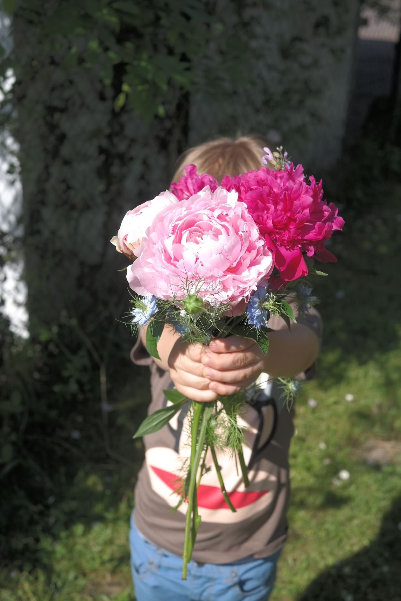 Beautiful stock photos of thank you, Bouquet, Boys, Bunch Of Flowers, Childhood