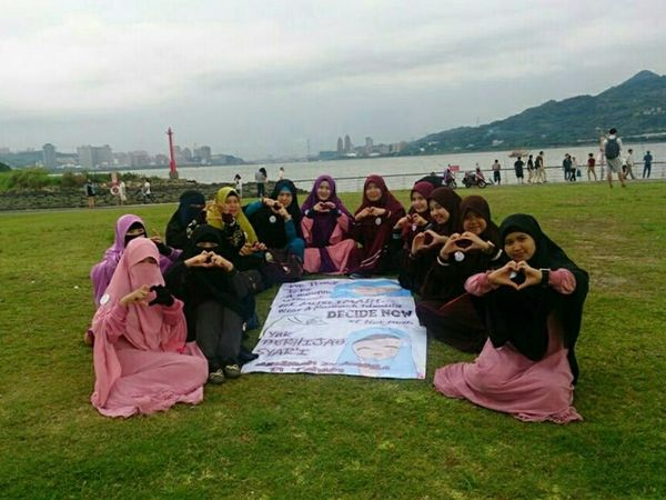 The Moment - 2015 EyeEm AwardsMuslimah Indonesia di Taiwan Muslimah Indonesian Hijabers Hijabers Hijab Syar'i Hijab Enjoying Life Getting Inspired Love Friendship