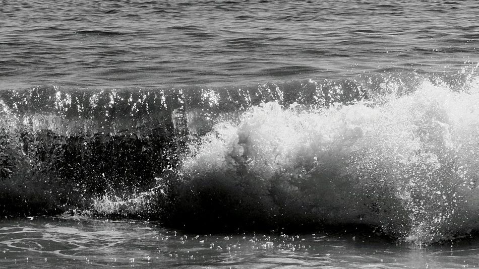 Wave photo.. little one.. Beachphotography Waves Crashing Blackandwhite Photography Black & White Black&white Watching Waves