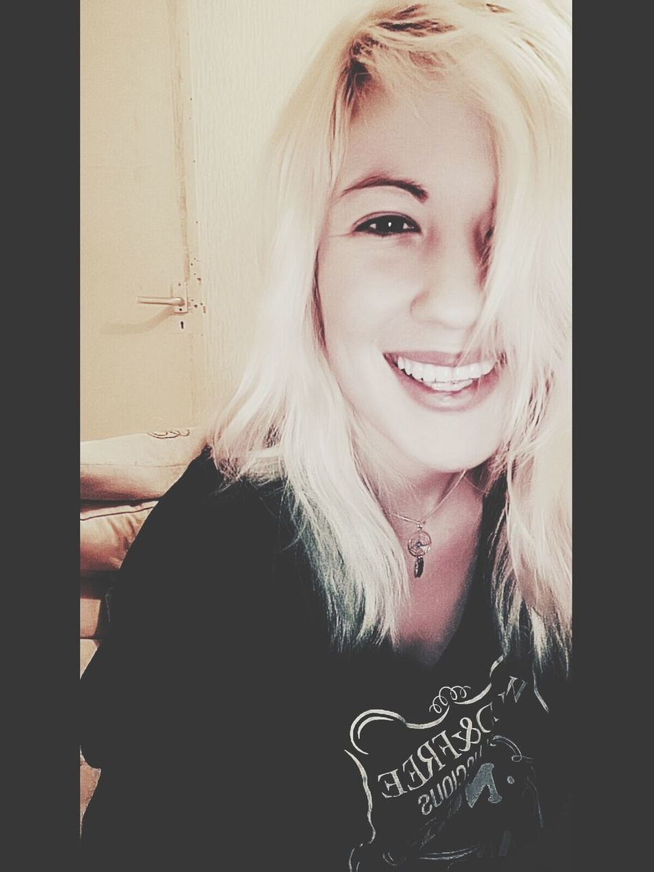 Good Morning! Early Smile Happy Blondhair Waking Up Dream Catcher White Teeth I WOKE UP LIKE THIS Darkeyes No Make-up Have A Nice Day♥