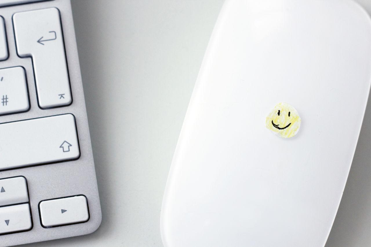 smile Arbeitsplatz Bright Close-up Computer Keyboard Computer Mouse Day Freundlich Friendly Gelb Grey Hell Indoors  Job Lächeln No People Office Smile Smiley Tastatur Technology Work Yellow
