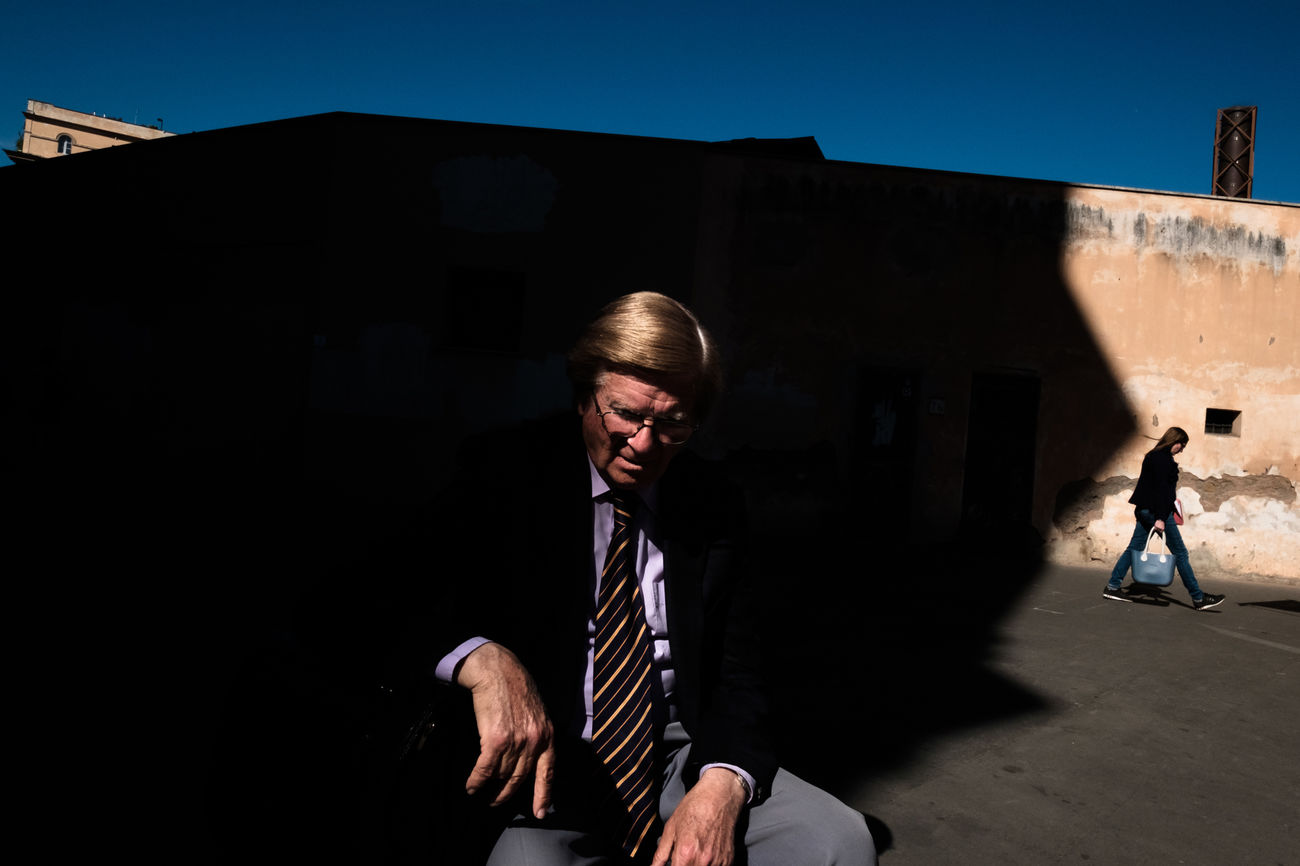 Street shot, Rome 2017 Architecture Building Exterior Businessman City People Real People Rome Shadow Streetphotography Sunlight The Street Photographer - 2017 EyeEm Awards UNPOSED Urban