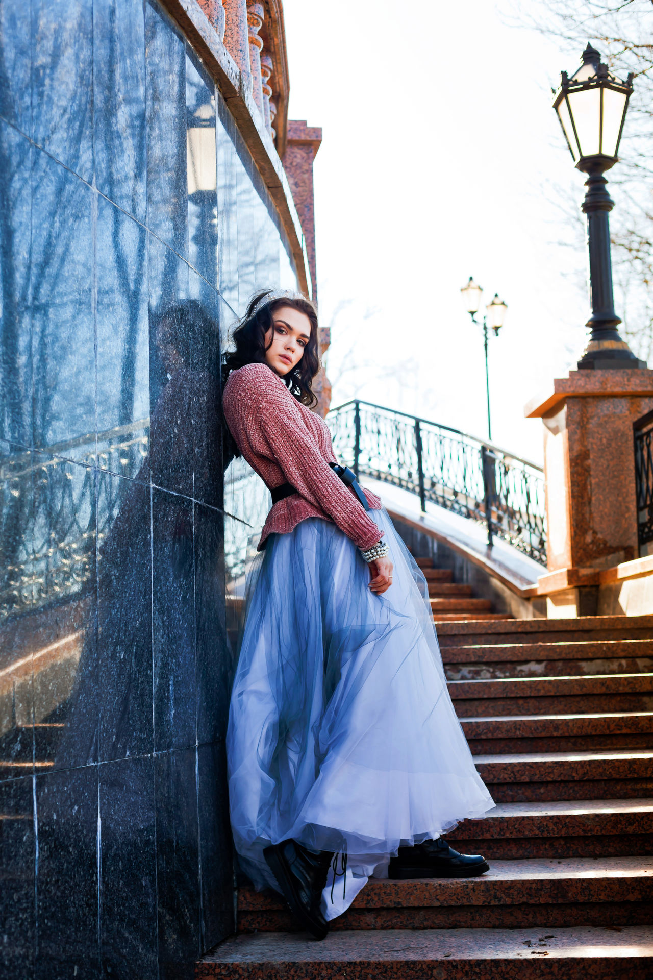 Architecture Beautiful People Beauty Day Elégance Fashion Fashion Photography Full Length Millennial Pink Music One Young Woman Only Outdoor Outdoor Photography Outdoors Portrait Smiling Sunlight