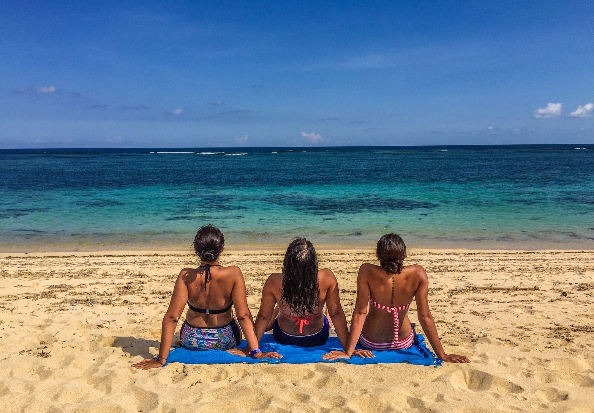 Beachaddict Cloudandsky Whitesand Friendship Happysunday Bikinis