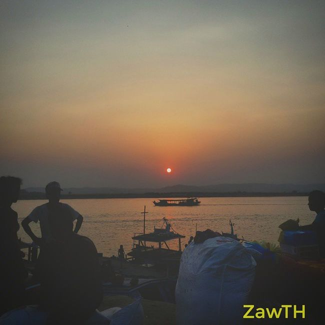 Life on the Ayeyarwaddy´s bank. Sunsetaroundtheworld Sunset Mandalay Myanmar Burma Igersmyanmar Igersmandalay Myanmarphotos Vscomyanmar Exploremyanmar Goldenland Ayeyarwaddy Irrawaddy Bsn_sky Bsn_reflection Bsn_sunset Bsn_family Nothingordinary Sunsets Sunsetmadness Igerssunset Ig_sunsetshots Mycapture GalaxyGrand2 Zawth asean aseantravel aseanchannel igersasean