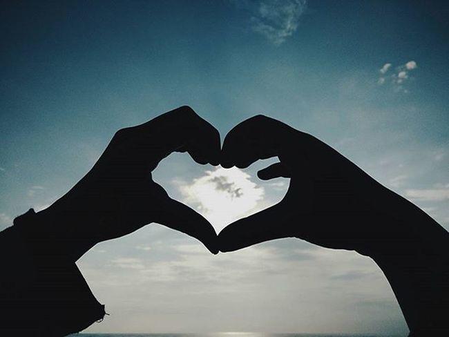 Hati ada satu. Hati sendiri memang takboleh tipu. Tipulah kata cinta manusia sepenuh hati jiwa dan raga. Kalau bagi seluruh hati pada manusia, hati kita untuk Tuhan bagaimana? ____________________________________ Igersputra IgersMy Igersnegeri ProjekWaghih Ig_universe_photolife Igerstarbiah Igersmalaya