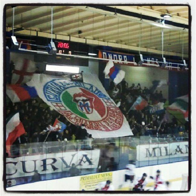 CDM Curvadelmilano Hockeymilano Hockeylife Milanorossoblu Hockey Saíma