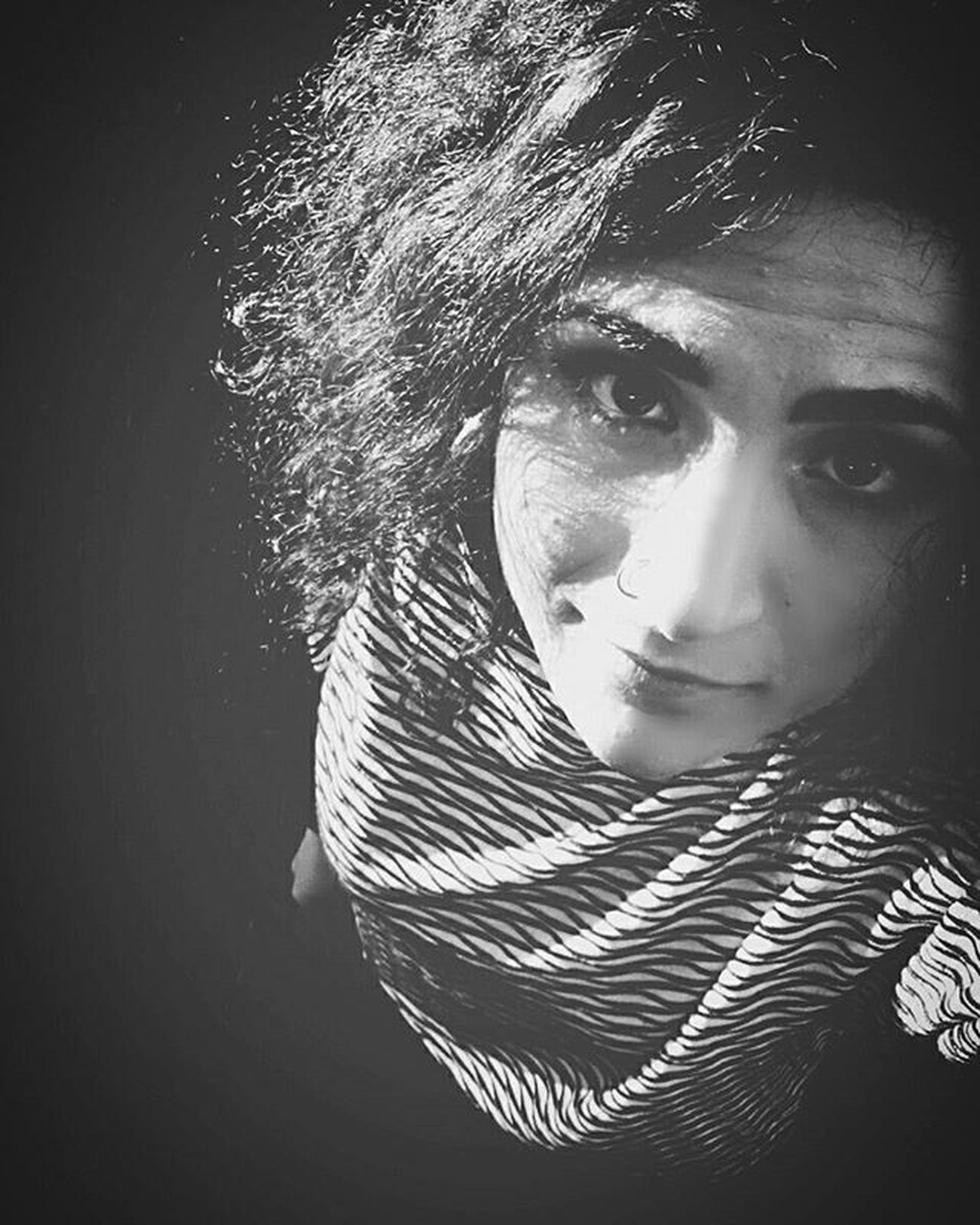 Always look in the eyes life! Eyes Eyebrows Curlyhair Bw Bw_lover Blackandwhite Blackandwhitephotography Blackhair Black White Grey Girl Italiangirl Occhi Sunday Soymix Shadow Shadows