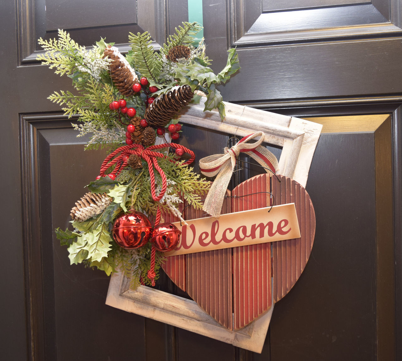 Christmas Decorations With Welcome Sign On Door