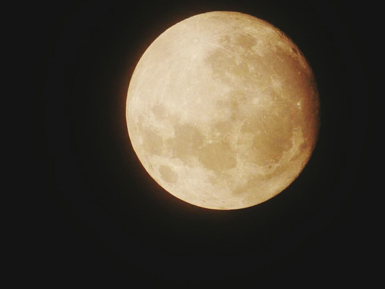 Moonphotography Full Moon Moon Night Nature No People Black Background Moon Surface Space Astronomy Tranquility Sky 月亮很圓很圓很圓
