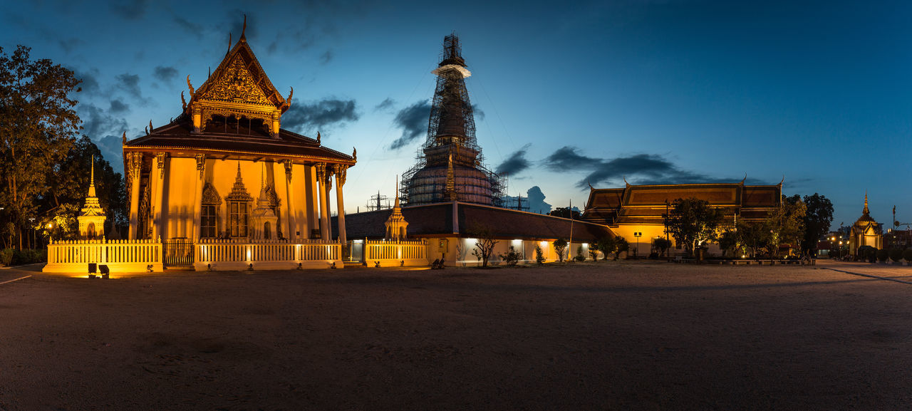 Wat Phra Mahathat - Buddhist Temple Architecture Blue Buddha Buddhist Temple Building Exterior Built Structure City Life Cloud - Sky Diminishing Perspective Landmark Nakhon Si Thammarat No People Sunset Travel Destinations