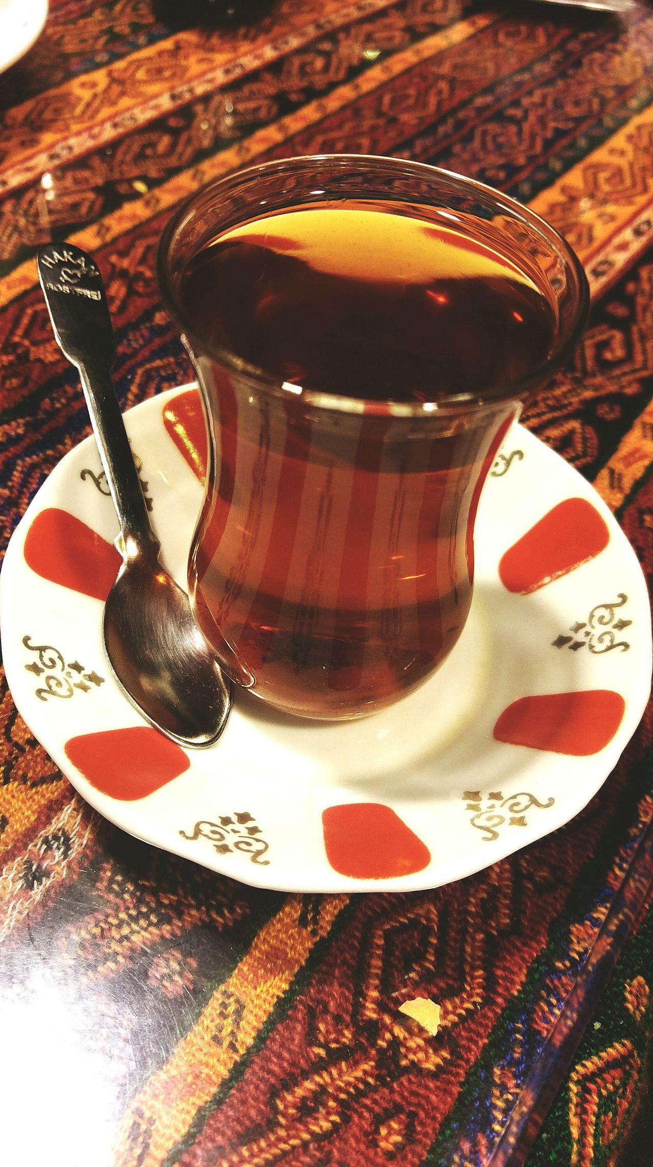 Bi çay? İçiyorsaksebebivar Turkcayı Turkishtea Tealovers Istanbul Turkeyphotooftheday Eminönü/ İstanbul