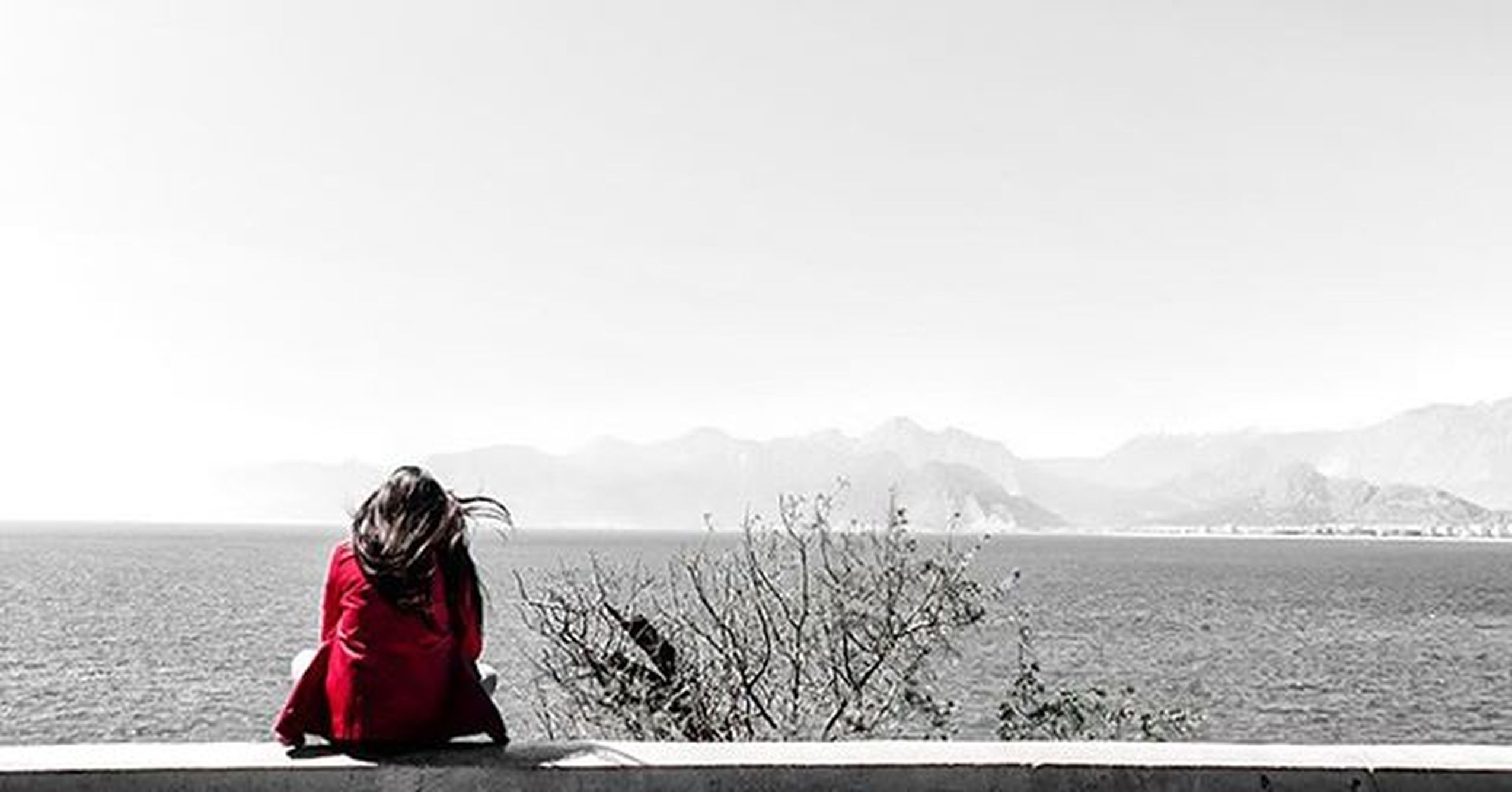 This girl sat, contemplating the horizon and lost in her thoughts. I imagined her listening to the wu tang and developping the mathematical equation which proves that God doesn't exist . Antalya Turkey Girl Equation God Horizon Alone Wutang Beautiful Chillin Timegoesby Woman Woman Portrait Summer Girls Follow_me Follow Look Underthesun Ontheroad GoodTimes Blackandwhitephotography Cute