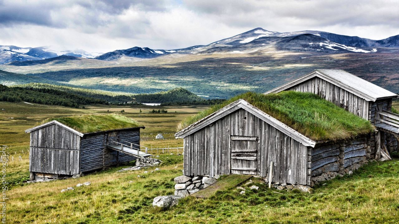 mountain, built structure, house, mountain range, architecture, building exterior, scenics, abandoned, beauty in nature, landscape, tranquil scene, nature, field, no people, outdoors, tranquility, barn, sky, grass, day