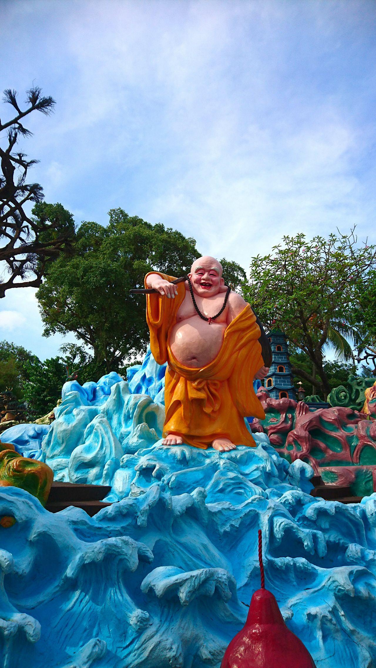 Bright Day Randomshot Singapore Throwback Statue Hawparvilla
