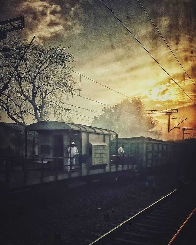 Traveldiary Trainjourney Lovetotravel Traintracks Dusk ColorPalette Indianrailways Train Travel Travelling India Journey Photography Art Photo Eveningsky Railway Tracks Daily_crossing Trainspotting Instatrain Railways_of_our_world