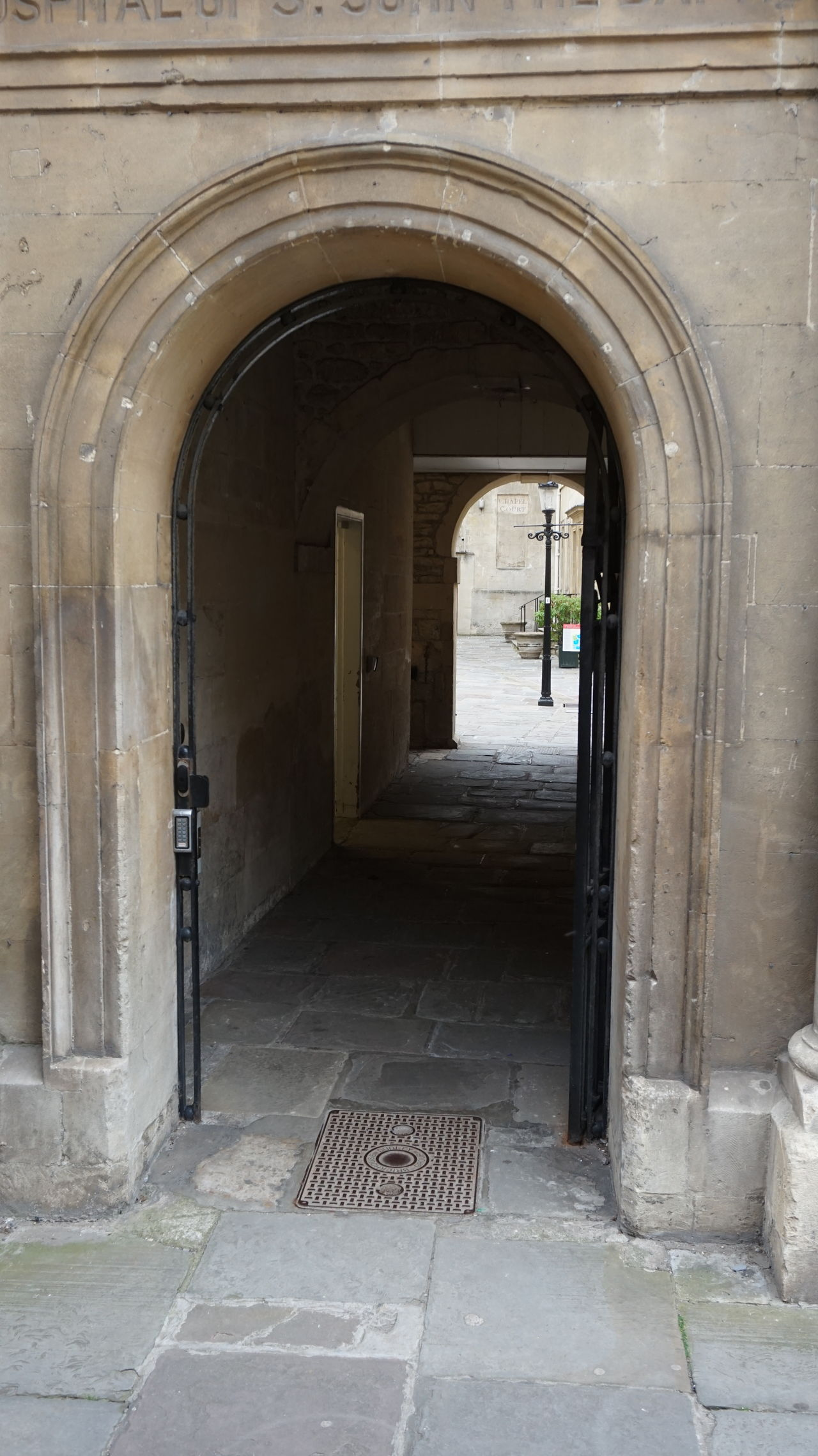 Architecture Arch Stone Work Brick Work Arch Way Pathway Flag Stones Archway Leading To Square Stone Planters Metal Gate Classic Architecture Bath City Bath City Centre Stone Carving Doorway Lamppost Lamp Post Black
