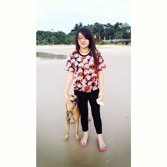 With Browny at beach. Browny face :3 Hahah Sorry Browny I Love u let go to beach next time