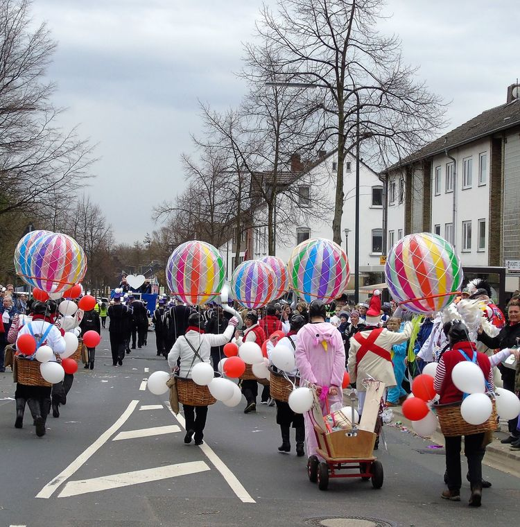 Adult Balloon Carnival Crowds And Details Celebration City Day Düsseldorf ♡ God Idea Halau Und IA Heliumballoons Large Group Of People Multi Colored My Favorite  Outdoors People Real People Sky Street Tree Unterbäch