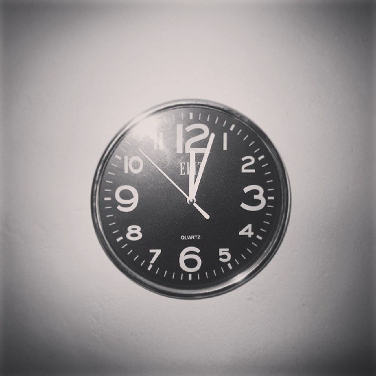 Tick Tock Tick Tock My room wall Clock Canon Eliz Blacknsilver Blacknwhite Willowfilter Instagram Time Midnight 12MP Watch Clock Elizwatch