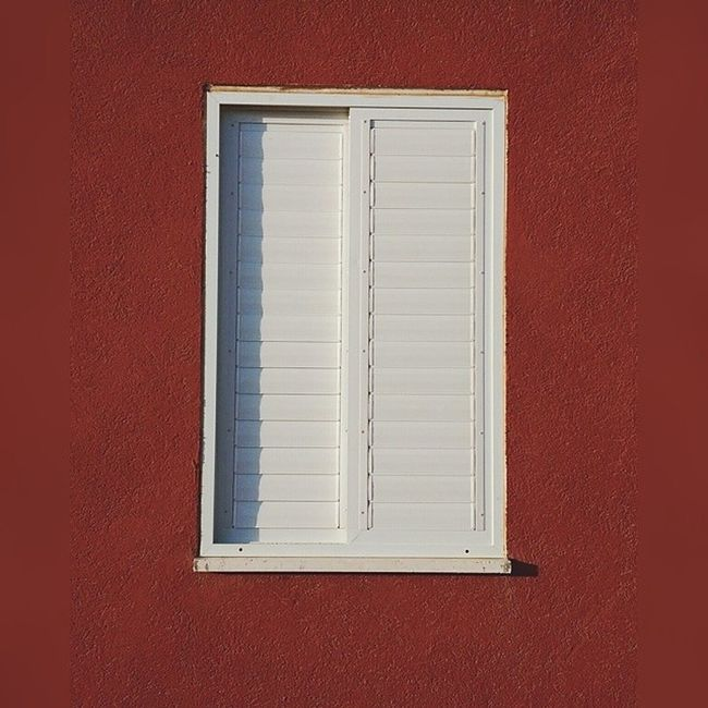 White and red. Vscocam Morningshot Elifaz