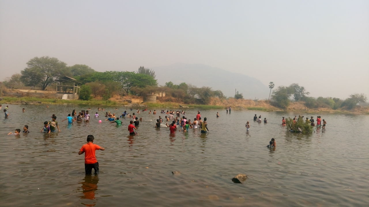 large group of people, real people, water, nature, outdoors, men, clear sky, lifestyles, day, beauty in nature, sky, tree, people