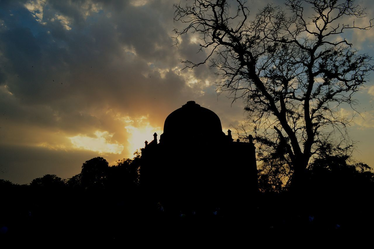 Incredible sunset at the famous Lodhi gardens in New Delhi. The tomb in the foreground is Shisha Gumbad. Must visit when you go to New Delhi. LodhiGarden Sunset Sky And Clouds Momument Shisha Gumbad, Outdoors Newdelhi EyeEm Best Shots EyeEm Nature Lover EyeEm Best Edits EyeEm Gallery Tomb