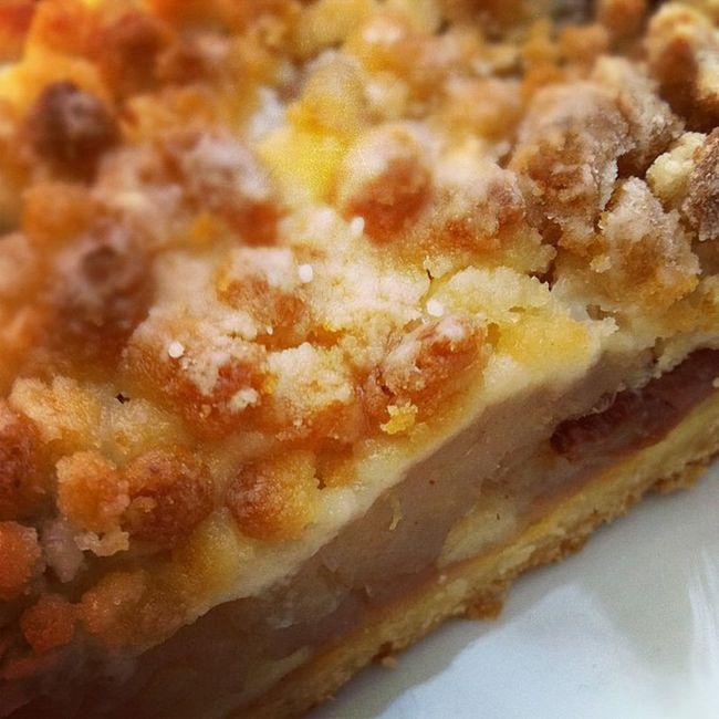 unwarmer Apfelkuchen mit Mais-Kracherle-Topping