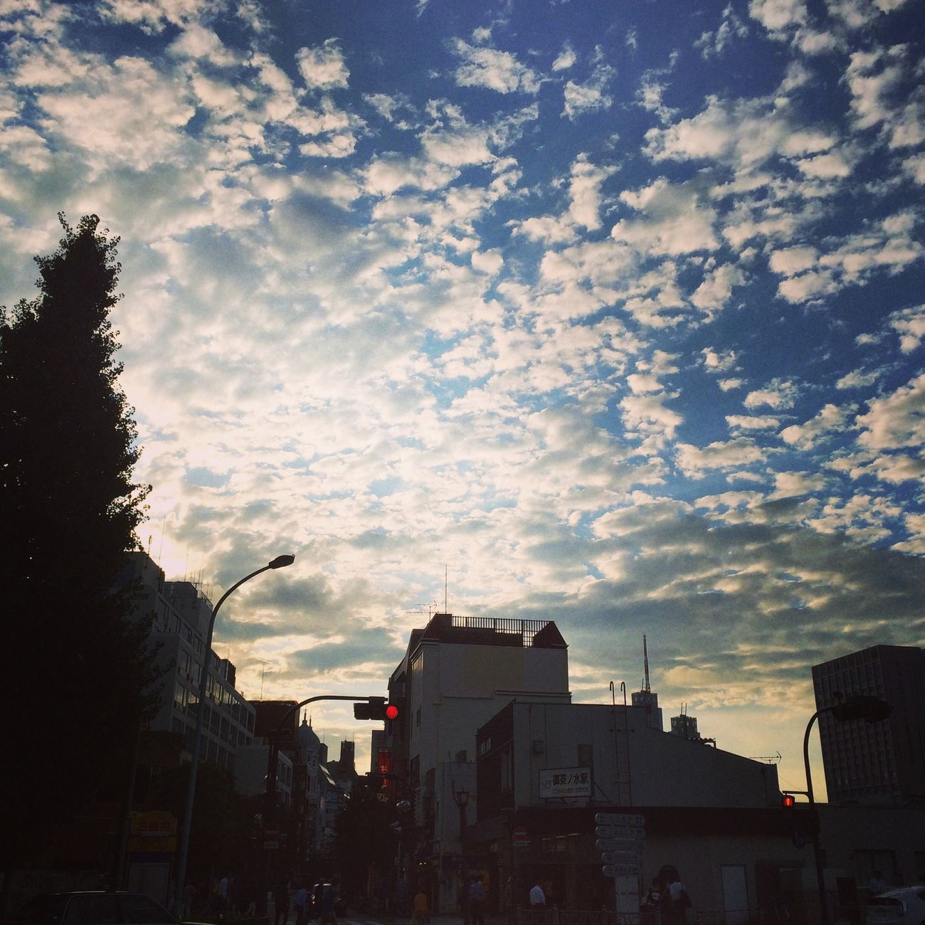 Beautiful sky and crowded town around univ.