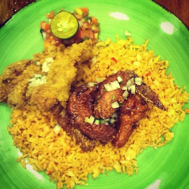 Mexican Spicy chicken wings & a fish fillet on the side. This dish was smokin' hot. MexiMama Mexicanfood Foodgasm
