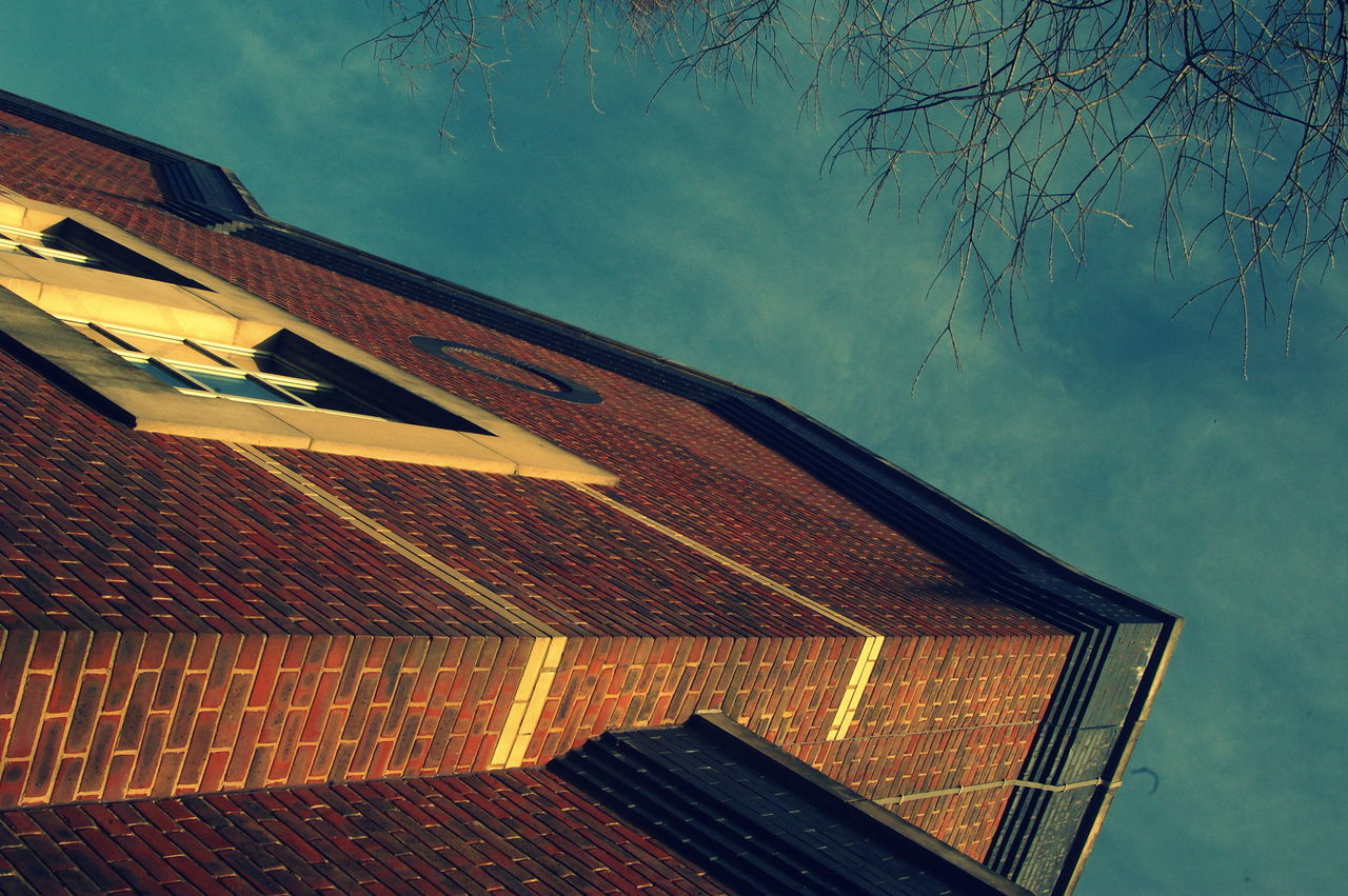built structure, roof, architecture, building exterior, no people, day, outdoors, tiled roof, sky, low angle view, tree, nature