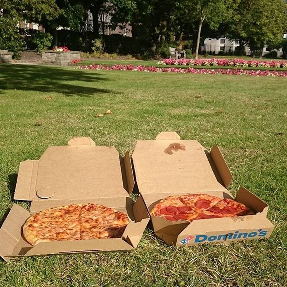 We had joy, we had fun, we had pizzas in the sun... 🎶 Liverpool Sunnyday Abercrombysquare Campus Universityofliverpool Pizza Freepizza Dominospizza Grass Cheese Pepperoni