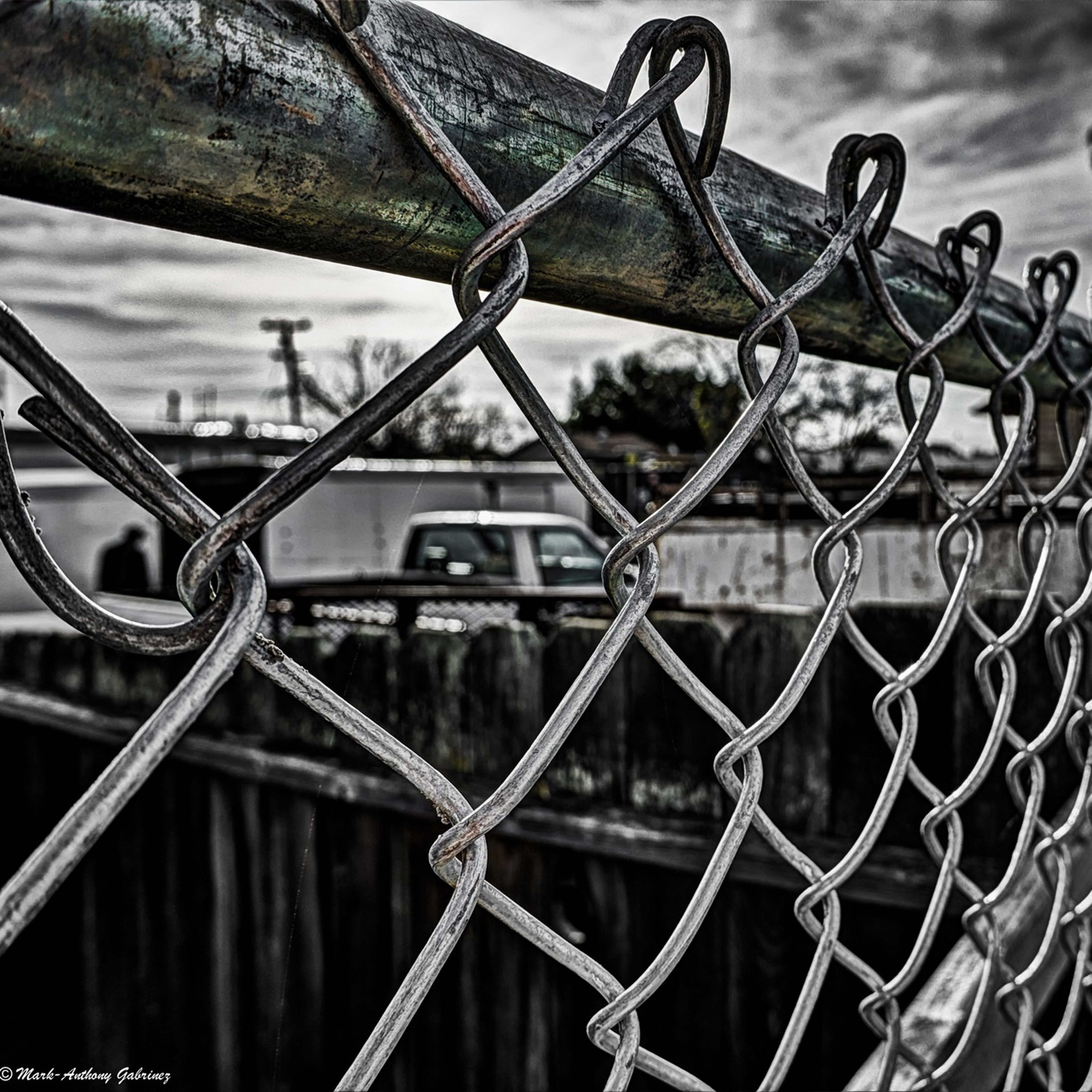 metal, chainlink fence, protection, safety, fence, security, metallic, focus on foreground, close-up, padlock, rusty, railing, sky, full frame, lock, chain, pattern, gate, day, barbed wire