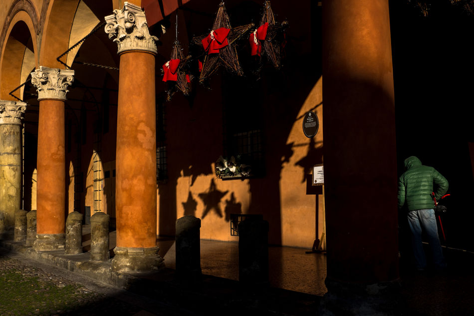 Bologna (IT), 2016. Bologna Christmas Color Italy Shadows Street Streetphoto_color Streetphotography