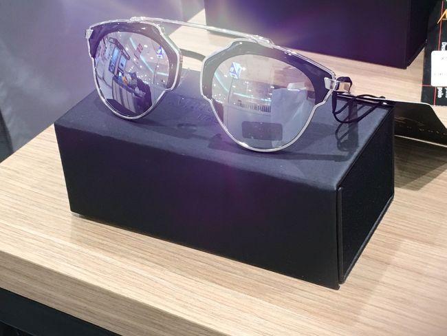 Sun glasses. Sunclasses Displaydesign Reflection Learn & Shoot: Balancing Elements Minimal Minimalism Shot By IPhone6s Plus